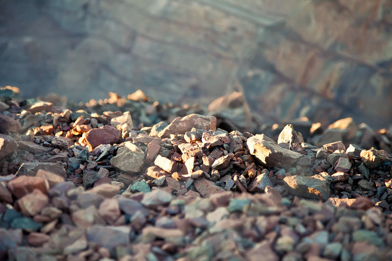 Beautiful colours in the broken rocks at the edge of the Superpit