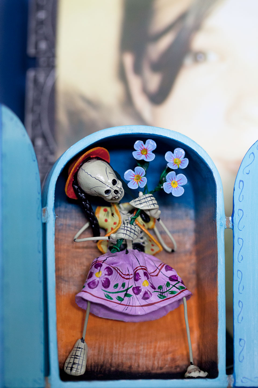 Alcidez Quispe Retablo Girl with Flowers
