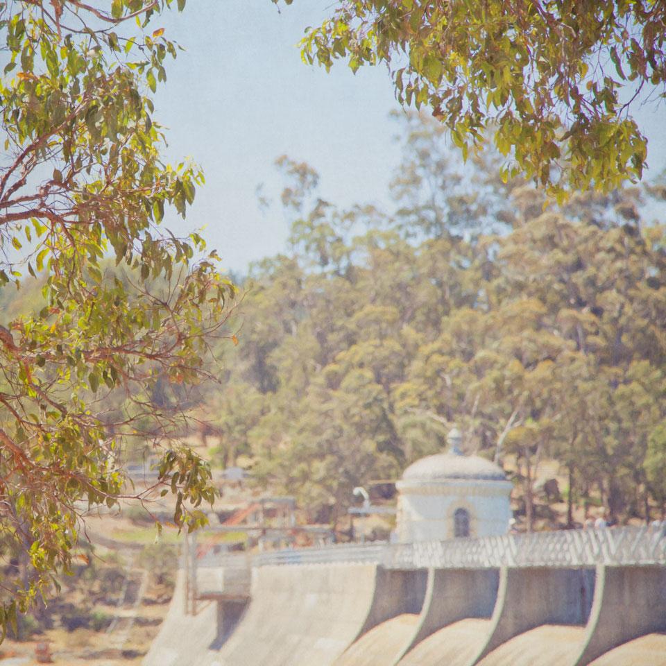 Weir wall
